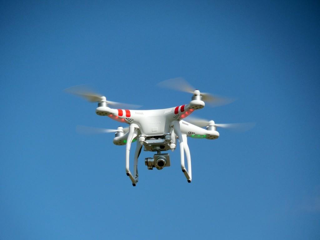 drone-407393_1920